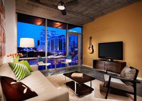 Amli River Oaks living room