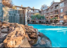 Nine Ten Texas Street poolside