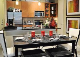 Avenue R dining and kitchen