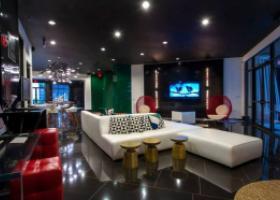 Ashton Austin resident lounge