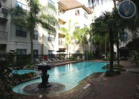 Montierra Apartment pool
